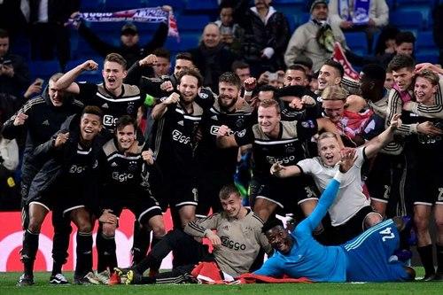 پسران خوب لقب تیم اول شهر آمستردام